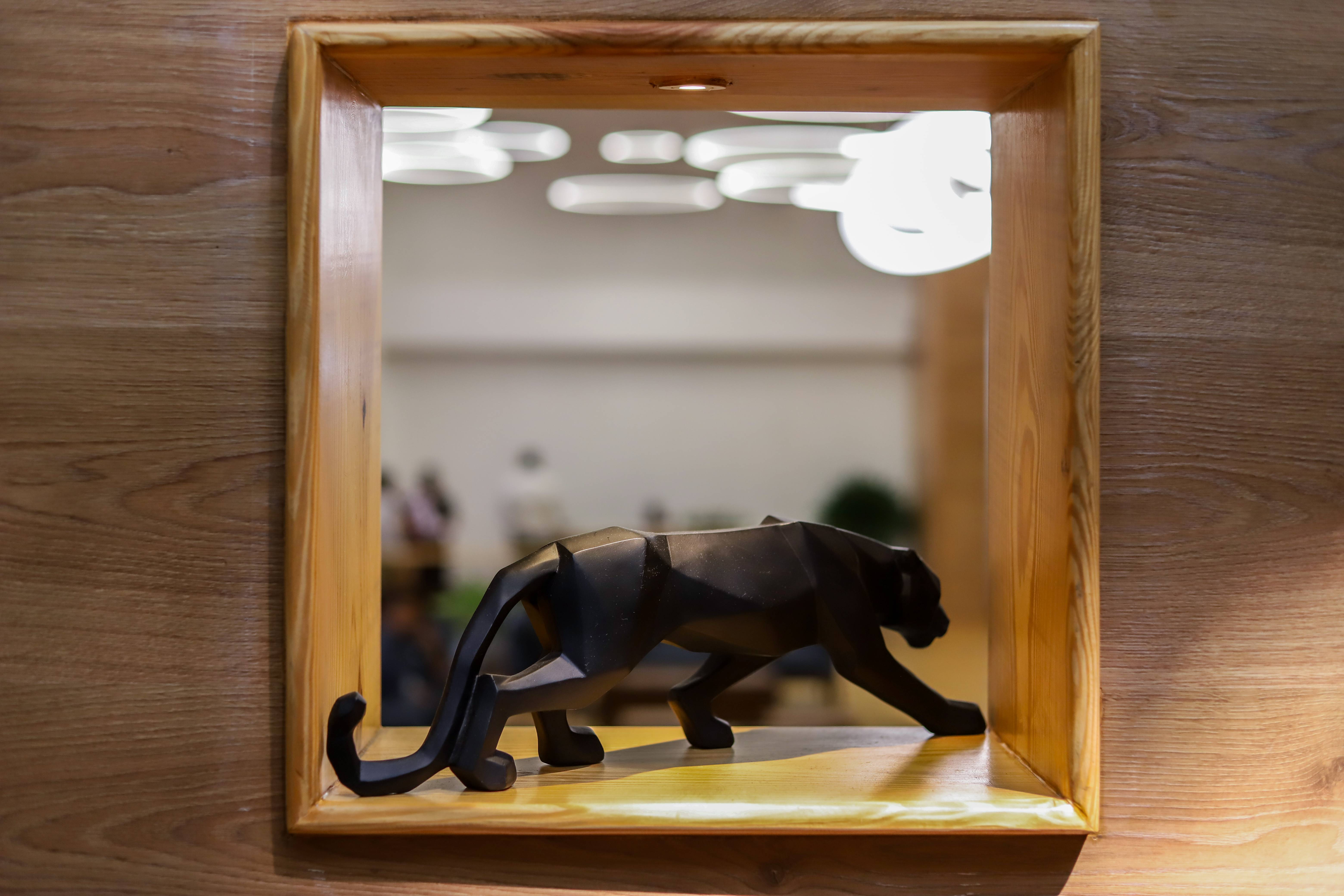 cowrks, interiors, coworking space, black panther